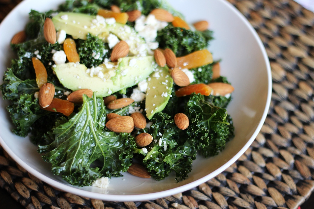 Kale Salad with Garlicky Lemon Dressing | thetexitarian