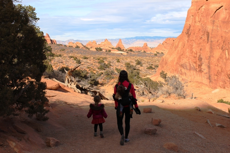 Hiking in Arches red rocks